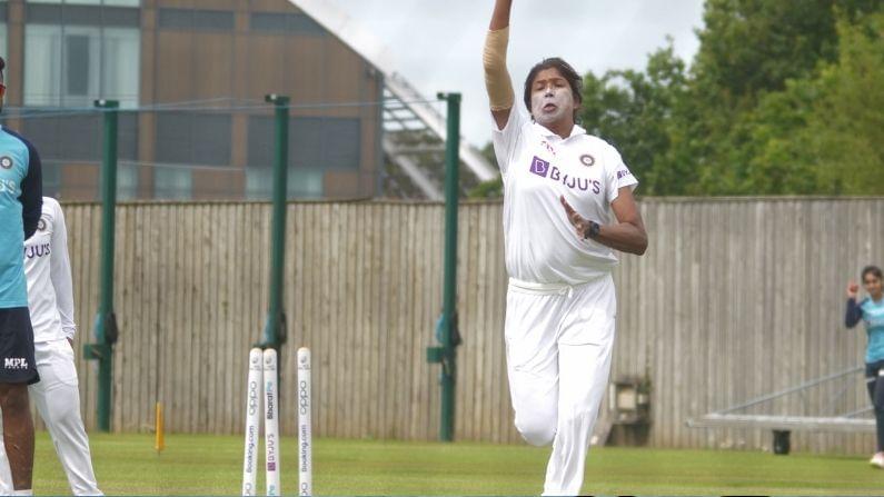 ಮಿಥಾಲಿ ರಾಜ್ ಮತ್ತು ಜುಲಾನ್ ಗೋಸ್ವಾಮಿ ಭಾರತಕ್ಕಾಗಿ ಟೆಸ್ಟ್ ಪಂದ್ಯಗಳನ್ನು ಆಡಿದ ಮಹಿಳಾ ಕ್ರಿಕೆಟಿಗರು. ಮಿಥಾಲಿ ಮತ್ತು ಜುಲಾನ್ ಇಂಗ್ಲೆಂಡ್ ವಿರುದ್ಧದ ಟೆಸ್ಟ್ ಪಂದ್ಯದಲ್ಲಿ ಈ ದಾಖಲೆ ಮಾಡಿದ್ದಾರೆ. ಇಬ್ಬರೂ 2002 ರಲ್ಲಿ ಒಟ್ಟಿಗೆ ಮೊದಲ ಟೆಸ್ಟ್ ಪಂದ್ಯವನ್ನು ಆಡಿದ್ದರು ಮತ್ತು ಈಗ ಅವರ ಹೆಸರನ್ನು ಲಾಂಗೆಸ್ಟ್ ವೃತ್ತಿಜೀವನದ ಪಟ್ಟಿಯಲ್ಲಿ ನೋಂದಾಯಿಸಿಕೊಂಡಿದ್ದಾರೆ.