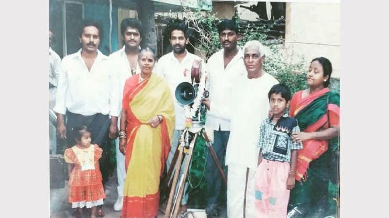 'ಸೂಪರ್ ನನ್ ಮಗ' ಚಿತ್ರದ ಪ್ರಾರಂಭದಲ್ಲಿ (1992)