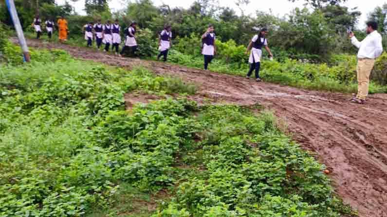 SSLC Student walks 2 km in Sludge road