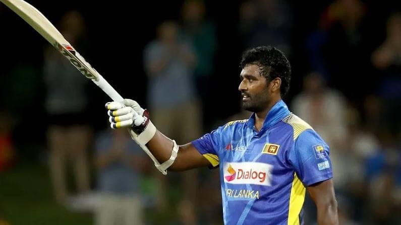ಡಿಸೆಂಬರ್ 2017 ರಲ್ಲಿ ಥಿಸರಾ ಪೆರೆರಾ ಅವರನ್ನು ಶ್ರೀಲಂಕಾದ ನಾಯಕನಾಗಿ ನೇಮಿಸಲಾಯಿತು. ಆದಾಗ್ಯೂ, ಭಾರತದ ವಿರುದ್ಧ 2-1 ರ ಅಂತರದಿಂದ ಸರಣಿ ಸೋಲಿನಿಂದ ಅವರನ್ನು ಕೆಳಗಿಳಿಸಲಾಯಿತು.