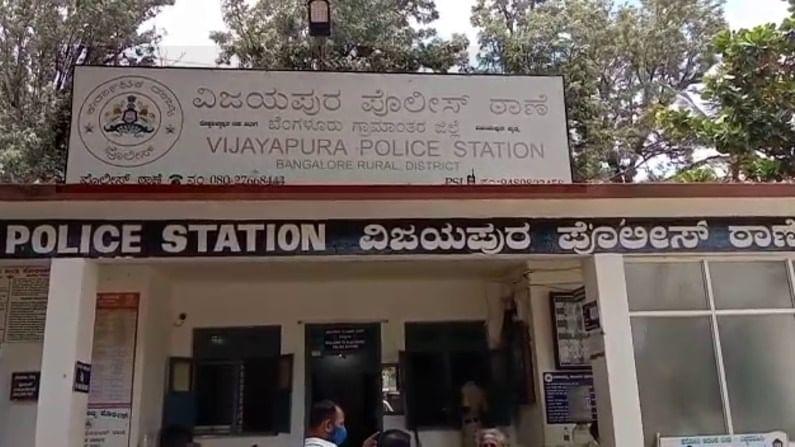 bike borne chain snatchers snatch gold chain from woman in vijayapura town in devanahalli 2