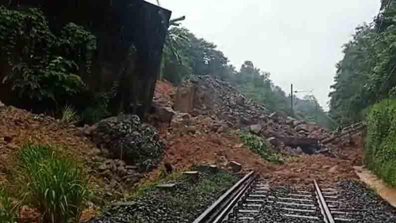 mud collapse train