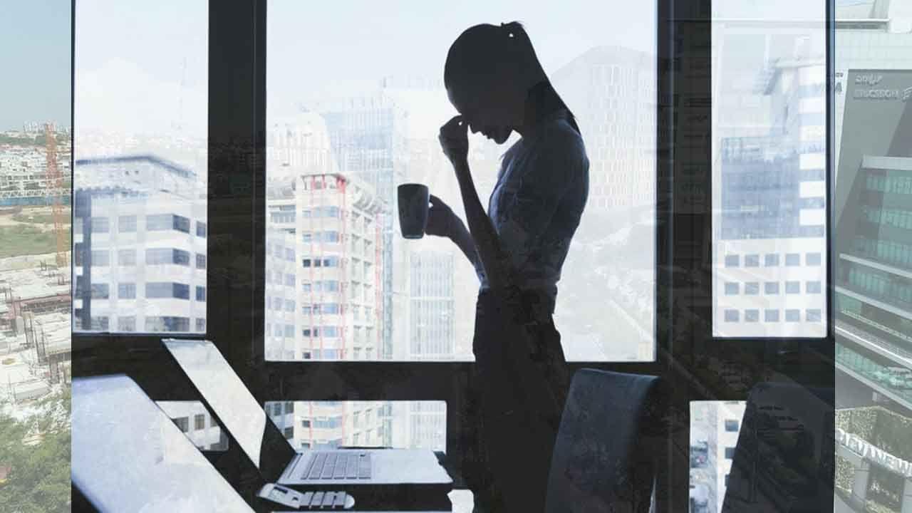 World Mental Health Day ಭಾರತದಲ್ಲಿ ಶೇ 55 ವೃತ್ತಿಪರರು ಒತ್ತಡಕ್ಕೊಳಗಾಗಿದ್ದಾರೆ: ಲಿಂಕ್ಡ್ ಇನ್ ವರದಿ