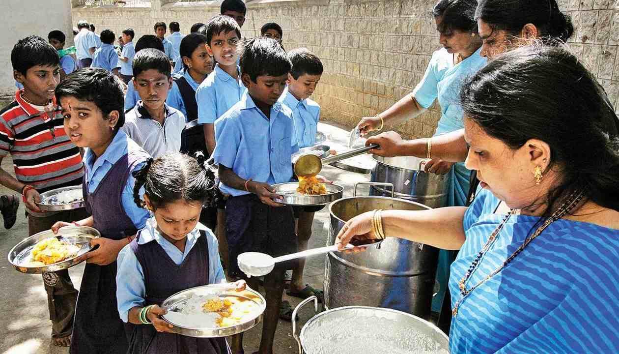 Dasara 2021: ದಸರಾ ಹಬ್ಬದ ನಂತರ ಶಾಲೆಗಳಲ್ಲಿ ಬಿಸಿಯೂಟ ಆರಂಭ: ಶಿಕ್ಷಣ ಸಚಿವ ಬಿ ಸಿ ನಾಗೇಶ್