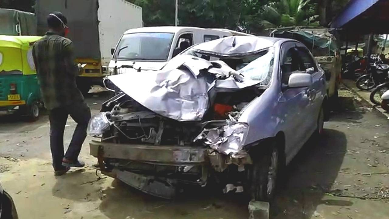 Doddaballapur road accident 2 bikers died on the spot at taapsee gate